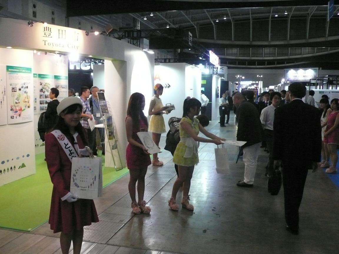 STAR☆Tメンバーの方と豊田市展示ブースでお手伝いしました
